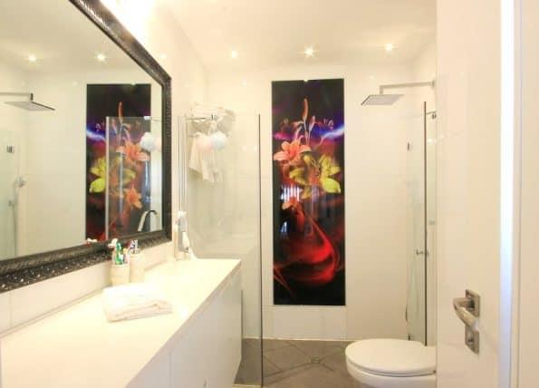 """חיפוי-זכוכית-באמבטיה <span class=""""degem"""">דגם מיטרני</span>"""